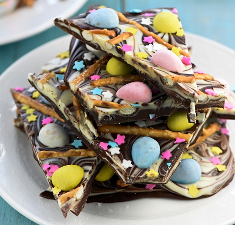 Easy Easter Desserts Recipes: Easter Egg Pretzel Chocolate Swirl Bark