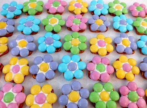 Easy Easter Desserts Recipes: Flower Pretzel Bites