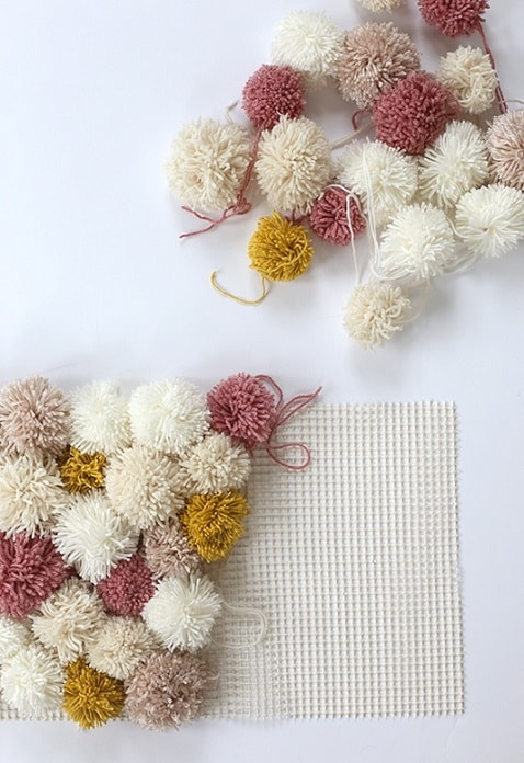 DIY Gifts: Easy DIY Pom Pom Rug