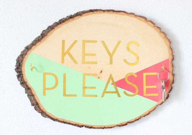 DIY Gifts: Wooden Slab Keyholder