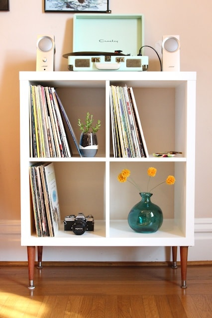 IKEA Hacks: DIY Vinyl Shelf