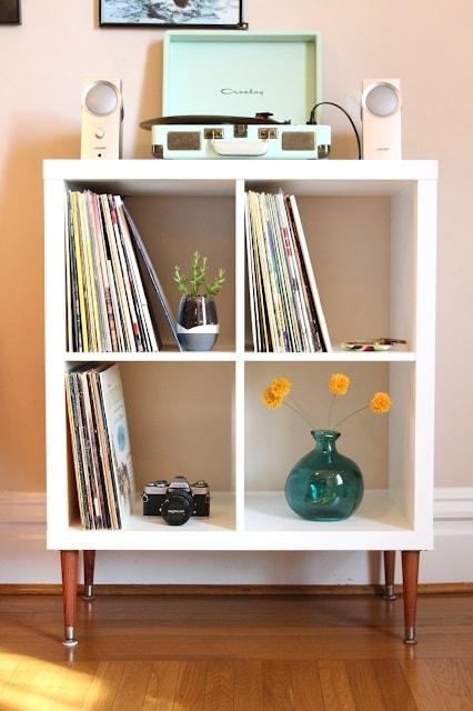 IKEA Hacks: DIY Vinyl Shelf