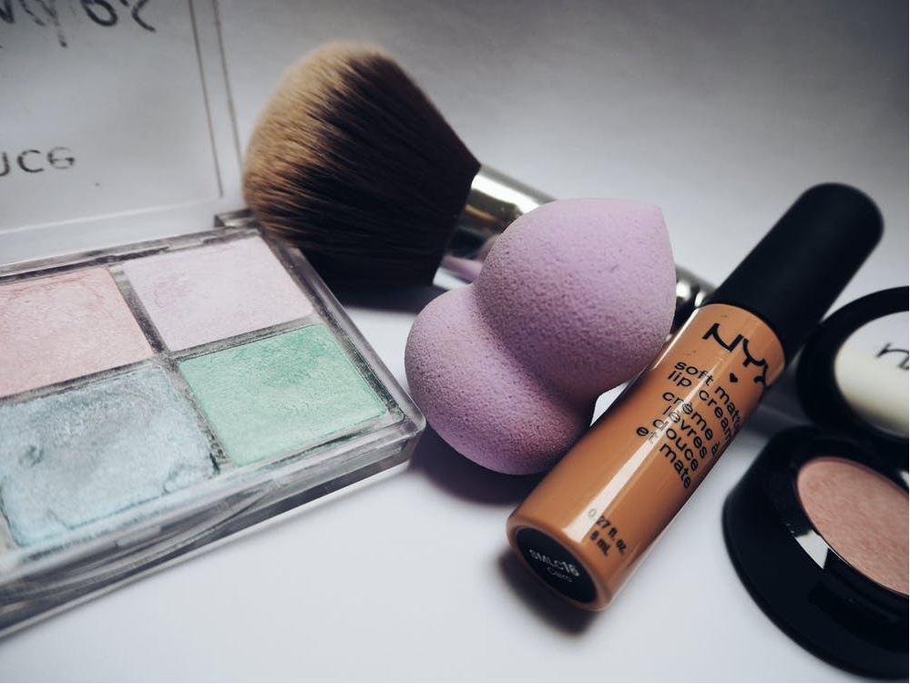 Bathroom organization & decluttering: Cosmetics