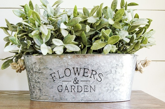 Easy DIY Farmhouse Decor: DIY Galvanized Planters