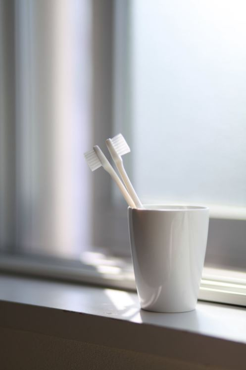 Bathroom organization & decluttering: Toothbrush