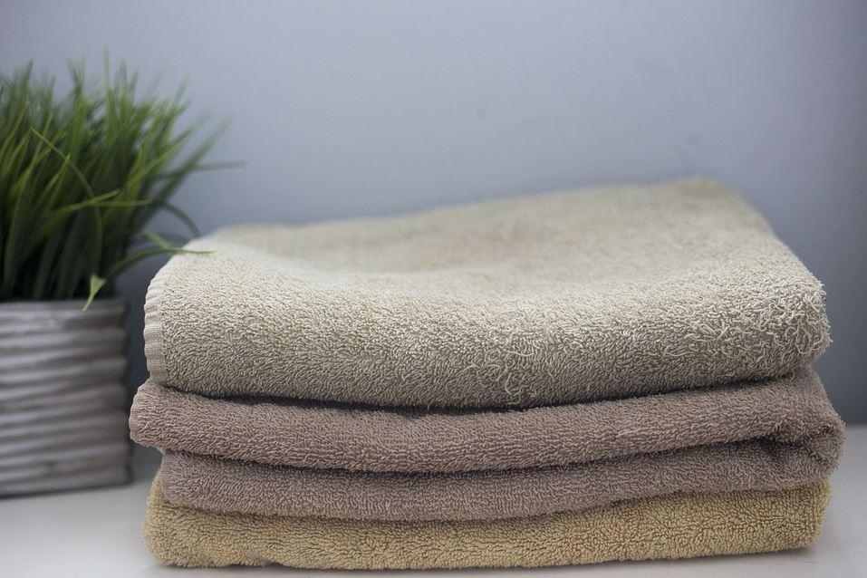 Bathroom organization & decluttering: Towels