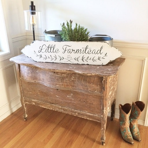 Easy DIY Farmhouse Decor: Wooden Farmhouse Style Sign