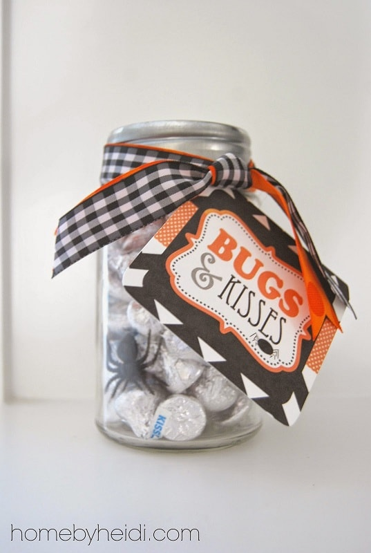 Halloween mason jar gift ideas: Bugs and Kisses