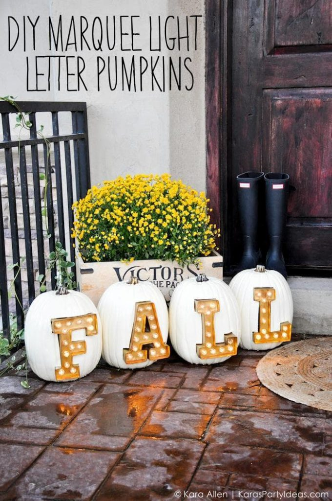 DIY Fall Porch Decorating Ideas: DIY Marquee Light Letter Pumpkins