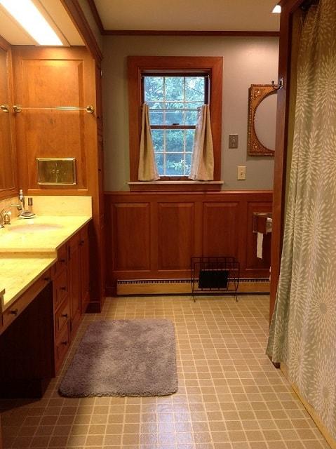 Bathroom remodel ideas: Farmhouse Bathroom Remodel before