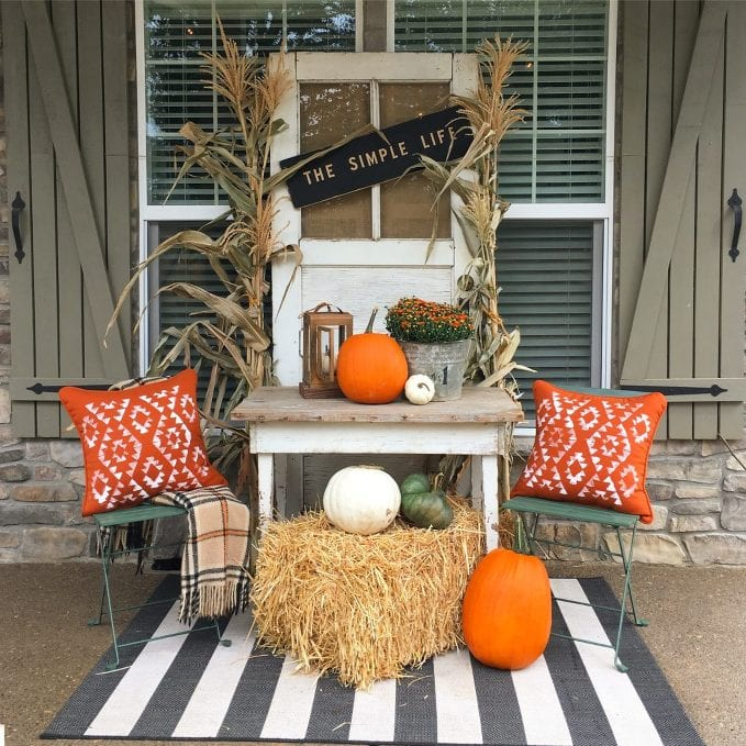 DIY Fall Porch Decorating Ideas: Farmhouse Fall Table
