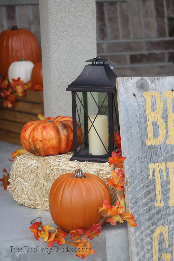 DIY Fall Porch Decorating Ideas: Farmhouse Themed Fall Porch Decor