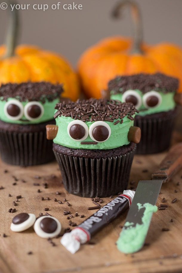 20 easy halloween cupcake decorating ideas for kids and adults alike. Black Bedroom Furniture Sets. Home Design Ideas
