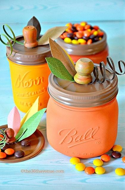 Halloween mason jar gift ideas: Pumpkin Mason Jar Holders