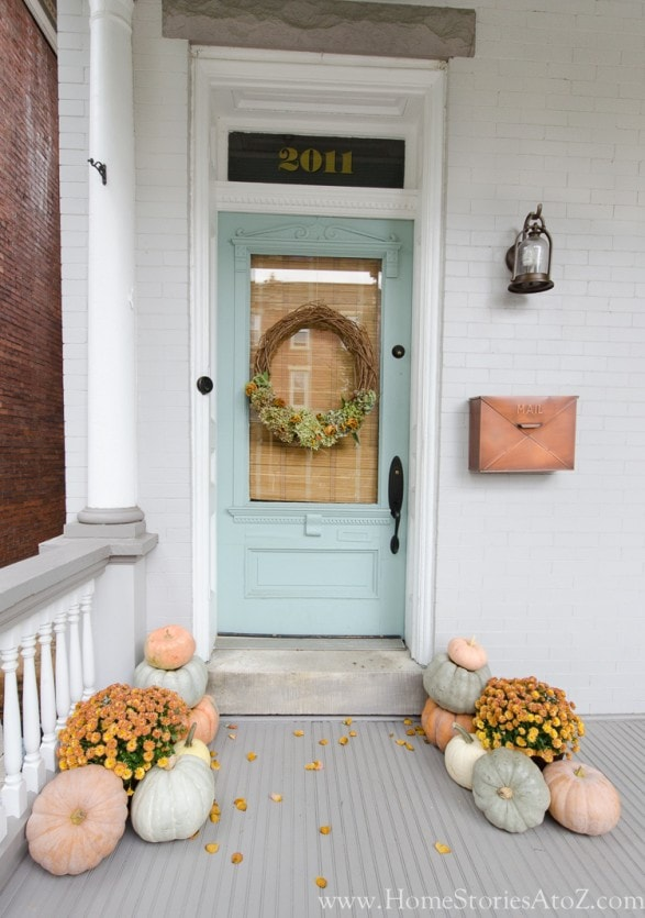 DIY Fall Porch Decorating Ideas: Urban Farmhouse Fall Porch