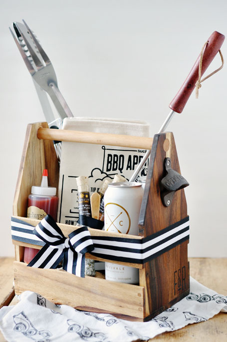 DIY Gift Baskets For Men: BBQ Lovers Gift Basket