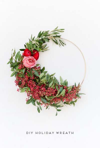 DIY Christmas Wreaths: Asymmetrical Holiday Wreath