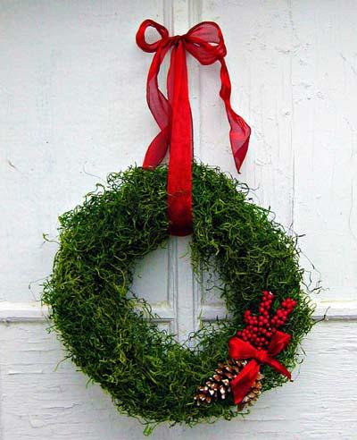DIY Christmas Wreaths: Moss Wreath
