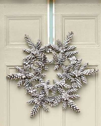 DIY Christmas Wreaths: Snowy Pinecone Wreath