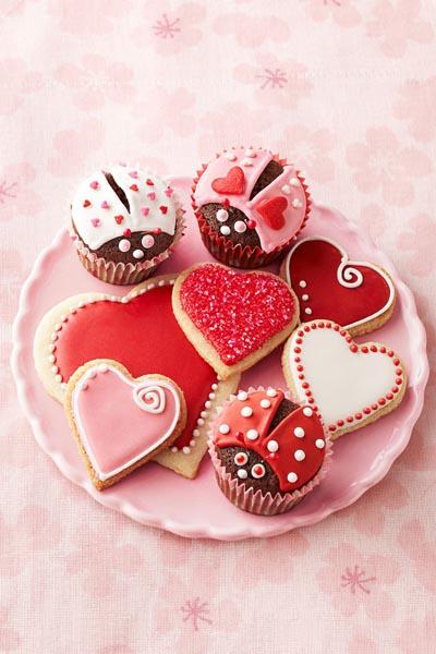 Valentines Day Cupcakes and Valentines Desserts: Chocolate Lovebug Cupcakes