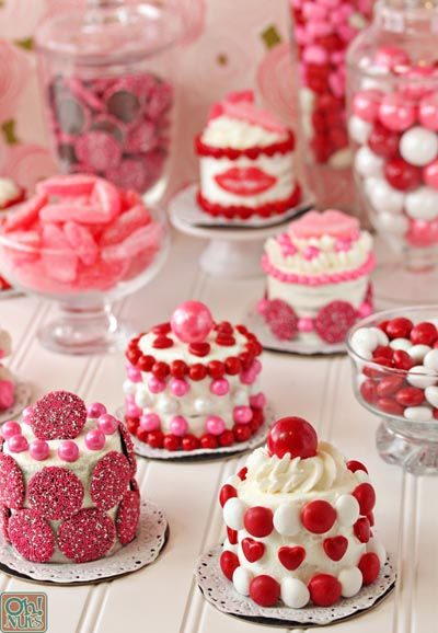 Valentines Day Cupcakes and Valentines Desserts: Easy Valentine's Day Mini Cakes
