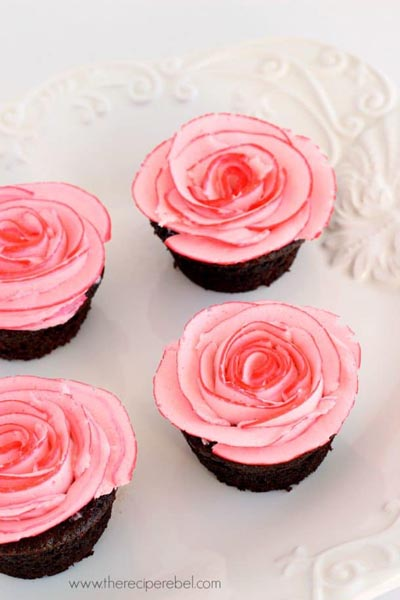 Valentines Day Cupcakes and Valentines Desserts: Fudgy Chocolate Cupcakes with Two-Tone Roses