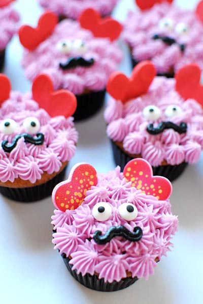 Valentines Day Cupcakes and Valentines Desserts: Love Monster Cupcakes