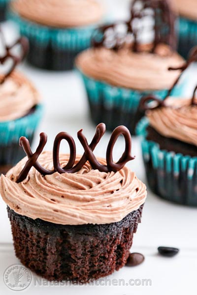 Valentines Day Cupcakes and Valentines Desserts: Moist Chocolate Cupcakes with Prague Frosting