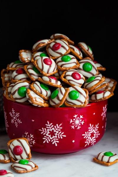 Party Snack Ideas & Party Appetizers: Pretzel M&M Hugs