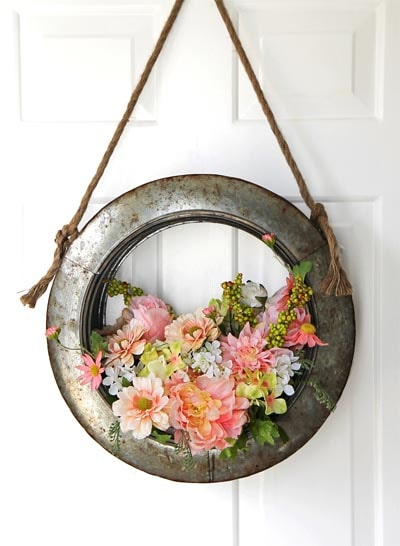 DIY Easter Wreaths: Farmhouse Style DIY Easter Wreath