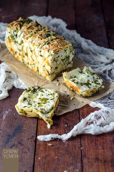 Homemade bread recipes: Garlic Herb and Cheese Pull Apart Bread