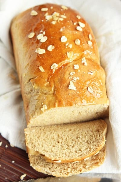 Homemade bread recipes: Whole Wheat Oatmeal Honey Bread