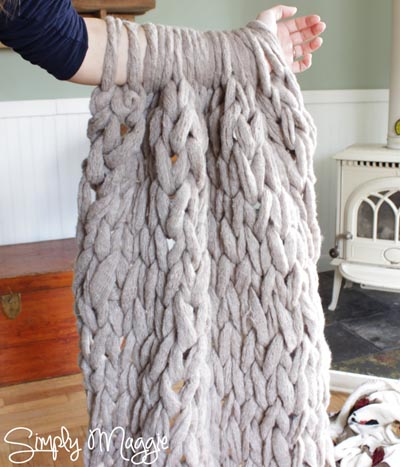 Handmade DIY Gifts For Mom: Cozy Arm Knit A Blanket