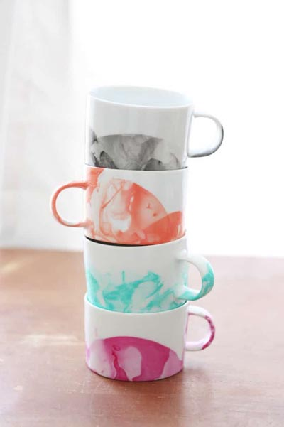 Handmade DIY Gifts For Mom: DIY Marbled Mugs With Nail Polish