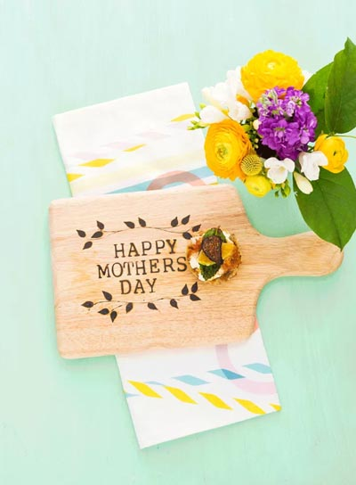 Handmade DIY Gifts For Mom: Personalized Cheese Tray