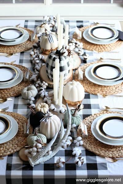 Easy DIY Thanksgiving table setting ideas: Buffalo Plaid Thanksgiving Table Setting