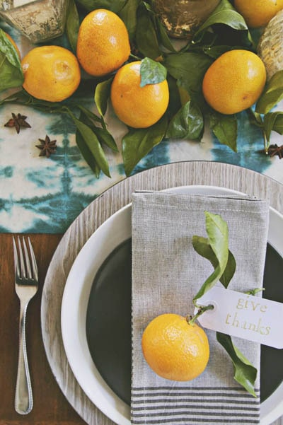 Easy DIY Thanksgiving table setting ideas: Modern Bright Thanksgiving Table
